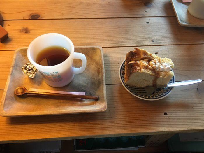 「shimofuroカフェ」コーヒーとふわふわのシフォンケーキ