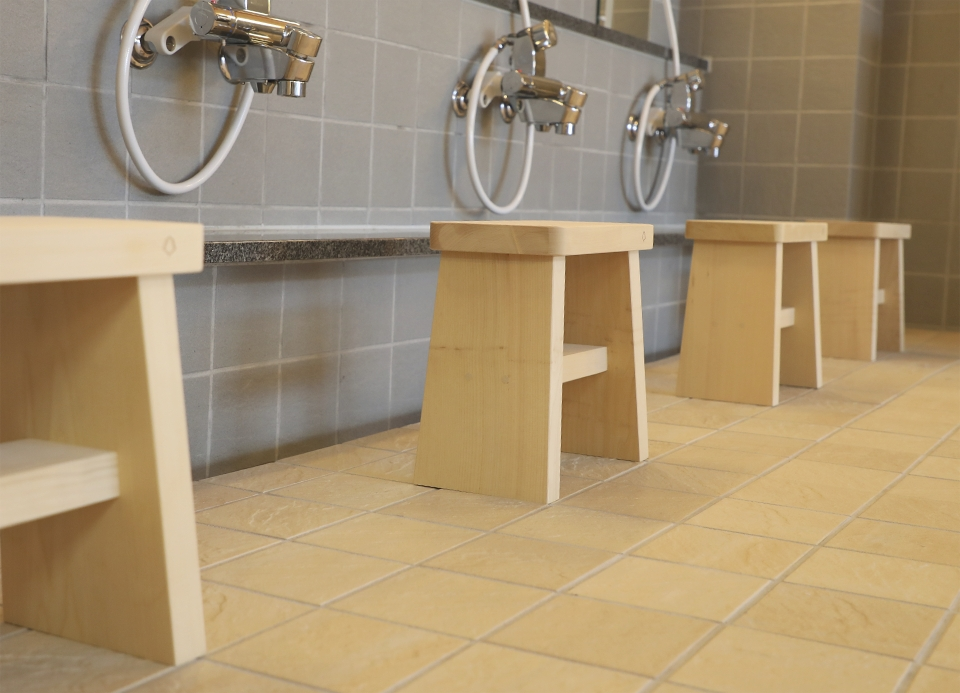 下風呂温泉「海峡の湯」 ヒバ造りの風呂椅子