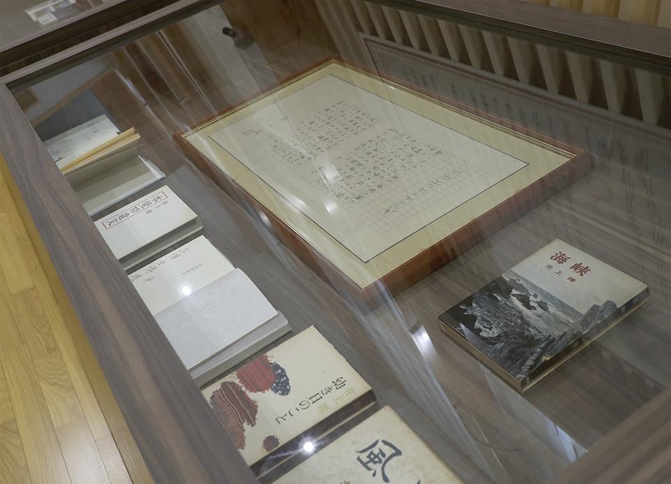 展示室 井上靖の小説や散文詩の展示