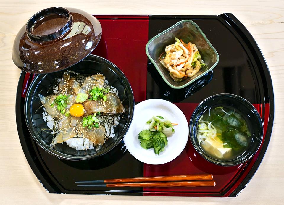 ヒラメ漬け丼(下風呂、津軽海峡産) 下風呂おんせん食堂