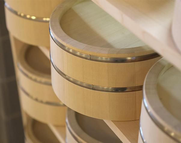 青森ヒバで作られた風呂桶